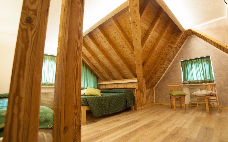 camera cenerentola tetto in legno w