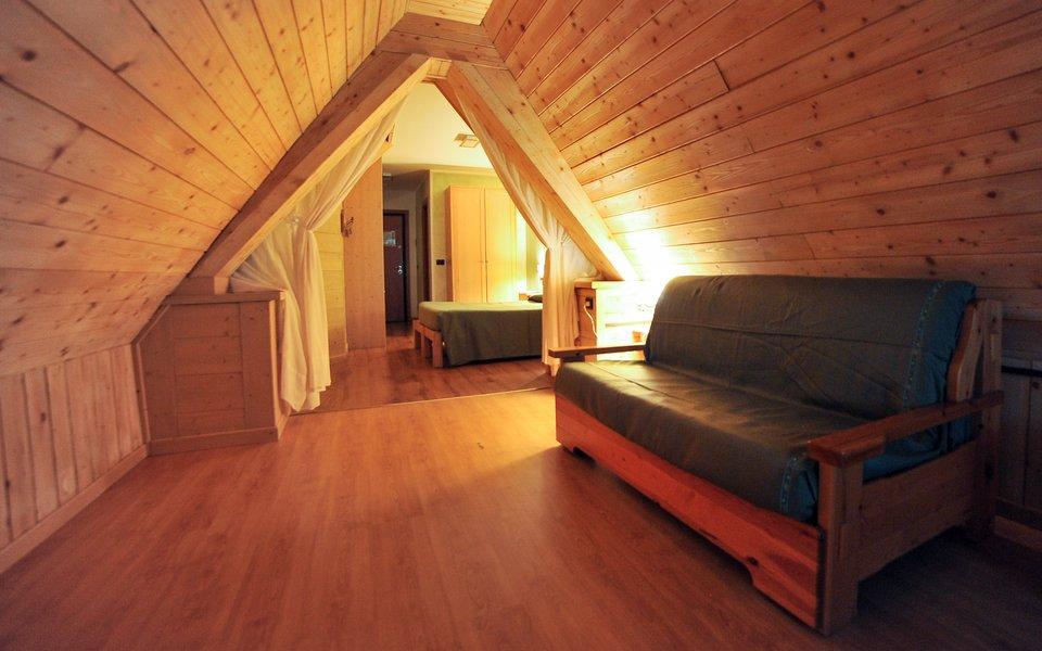 12 sottotetto camera heidi w