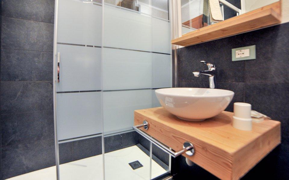15 il bagno della camera heidi verenetta w